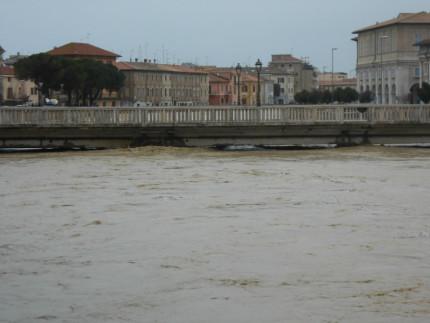 Il fiume Misa a Senigallia in piena per il maltempo del 5 marzo 2015