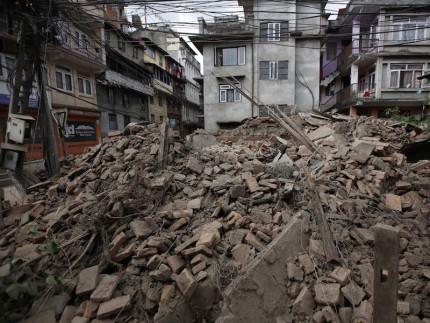 Macerie dopo il terremoto in Nepal