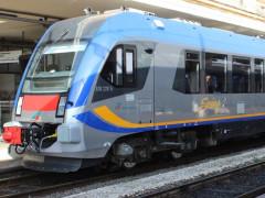 """Uno dei treni """"swing"""" immesso sulla linea ferroviaria Civitanova Marche - Albacina da Trenitalia"""