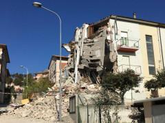 Edificio crollato a Tolentino - foto di Melvin Mancini