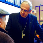 Il vescovo Carlo Bresciani consola gli sfollati dopo il terremoto del centro Italia di ottobre 2016