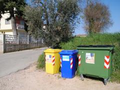 Uno dei 44 nuovi eco-punti a Monteprandone per la raccolta differenziata