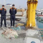 La rete da pesca abusiva sequestrata dalla Guardia costiera di San Benedetto del Tronto
