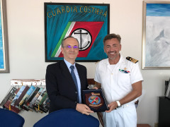 Il questore di Ascoli Piceno, Luigi De Angelis, e il capo del compartimento marittimo di San Benedetto del Tronto Gennaro Pappacena