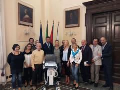 Presentata la donazione di soldi e macchinari ospedalieri che la Nazionale Cantanti ha devoluto a Senigallia, Muccia e Camerino