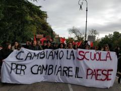 Studenti in corteo a Fermo per protestare contro i problemi della scuola