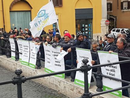 Agricoltori marchigiani manifestano a Roma
