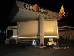 Assalto a distributore di benzina