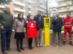 Nuovo defibrillatore in piazza Redi a Pesaro