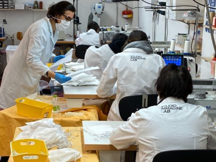 Imprese riconvertite alla produzione di mascherine