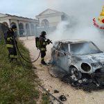 Auto distrutta dalle fiamme a Civitanova Marche