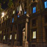 Palazzo delle Marche illuminato di blu