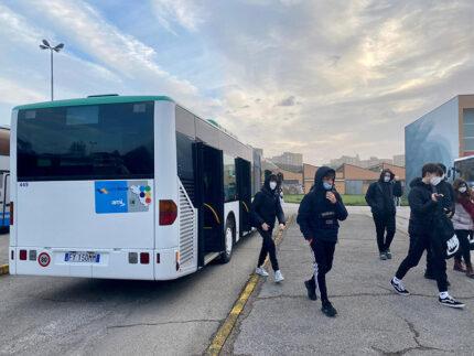 Fermata del bus per studenti