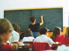 Scuola, banchi, studenti, alunni, insegnanti, lezioni