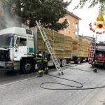Incendio di un autocarro a Macerata